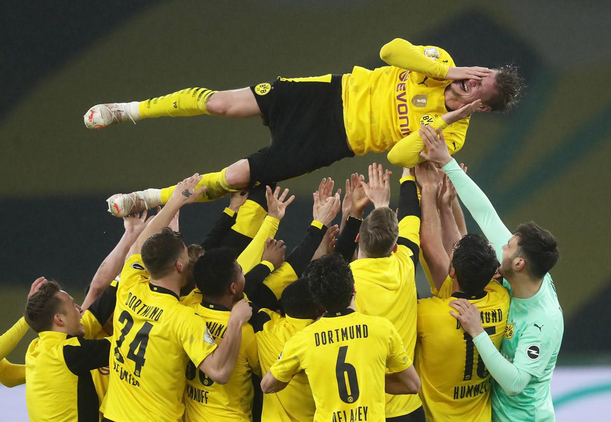 Borussia je rešila sezono s pokalom, Nagelsmann bo lovorike lovil z Bayernom