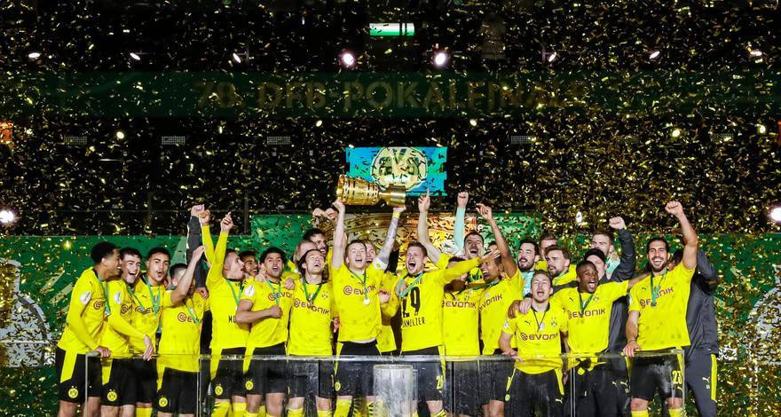 Solze Lukasza Piszczka ob slovesu po dolgi karieri v Dortmundu