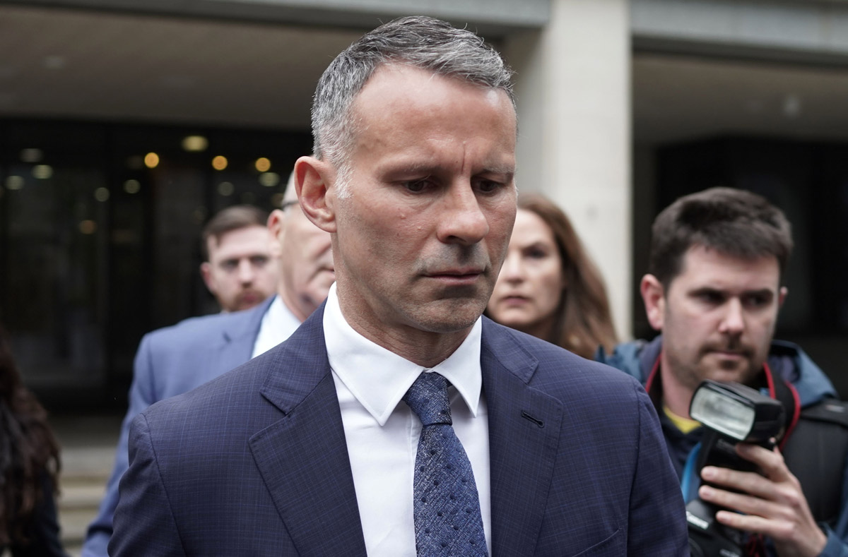 Giggs je obtožen, da je svoje dekle golo brcnil iz hotelske sobe, obtožnica ga bremeni tudi pretepanja